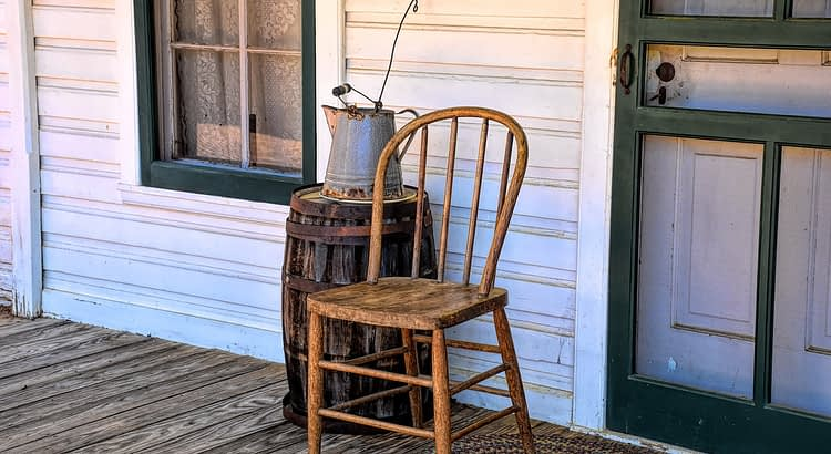 Porch Vintage Chair Old House  - Ray_Shrewsberry / Pixabay