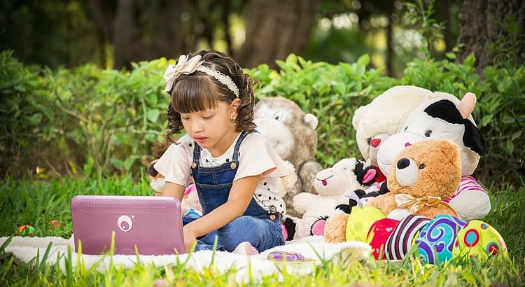 Girl Stuffed Toys Toys Play  - luchohenao / Pixabay